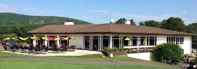 North Ridge GC: Clubhouse & Patio